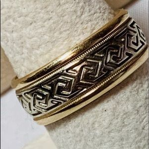 Gold ring , 7.5